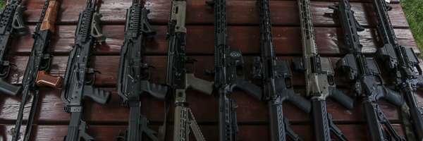 Karabinki AK47 oraz AR15 strzelnica desert storm BZ Academy